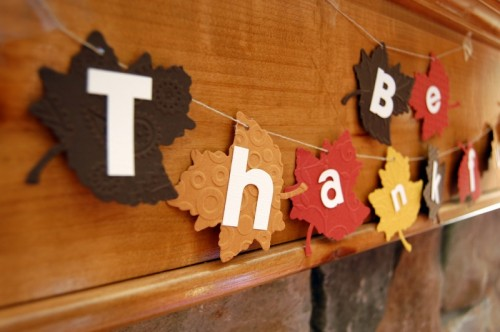 a bright fabric leaf garland with letters is all you need for decorating your home at Thanksgiving