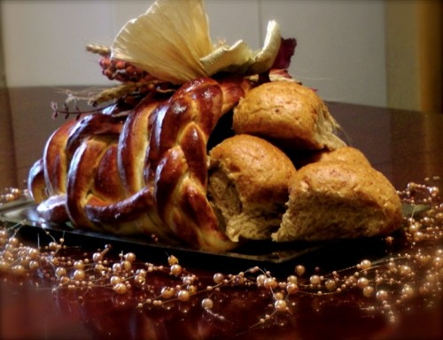 bread cornucopia (via rachelannpoling)