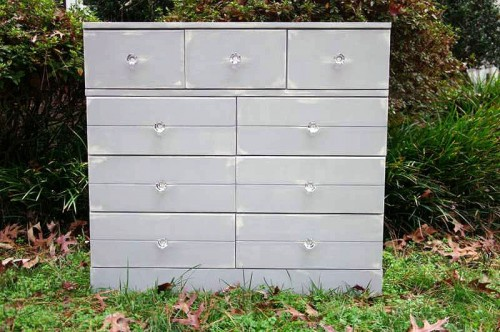 shabby chic chest of drawers (via prettyhandygirl)