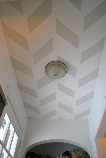 patterned ceiling (via thesweetestdigs)
