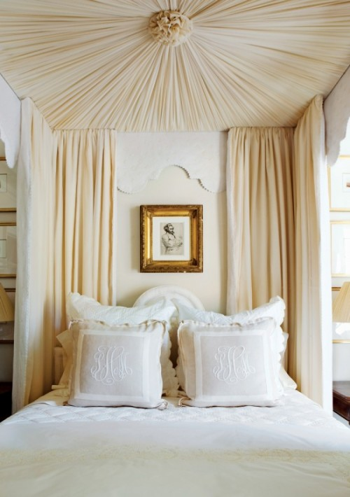 Bedrooms With Beds With Baldachins