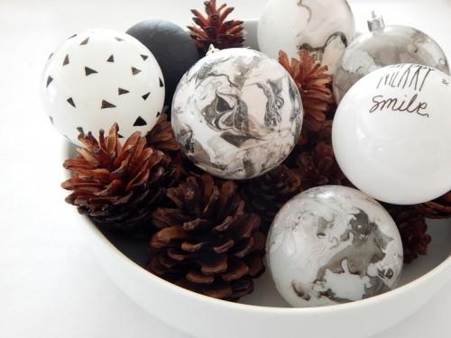 marbled ornaments (via decorasylum)