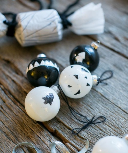 painted ornaments (via crafts)