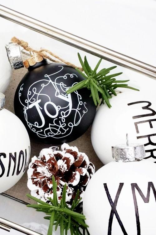 black and white ornaments (via mylittlesecrets)