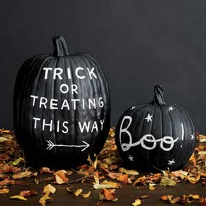 22 Black And White DIY Halloween Project Ideas