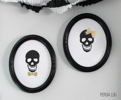 Halloween skull frames (via persialou)