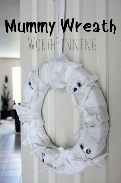 mummy wreath (via worthpinning)