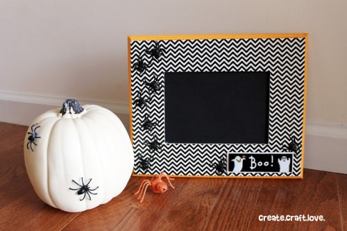 washi tape Halloween frame (via createcraftlove)