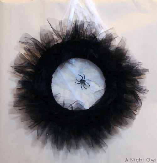 tulle spider wreath (via anightowlblog)