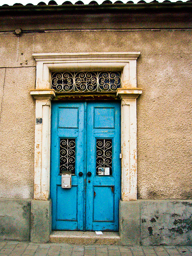 15 blue front door designs that inspire shelterness - Pictures of blue front doors ...