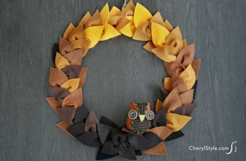 felt leaf wreath (via everydaydishes)
