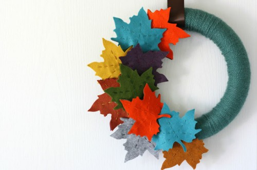 fall felt leaf wreath (via nestofposies-blog)