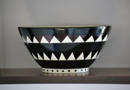 monochrome geometric bowl (via angelinthenorth)