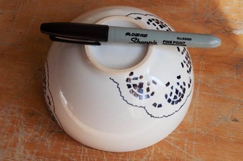 lace sharpie bowl (via kittenhood)