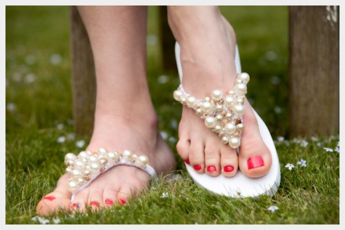 beaded flip flops (via trinketsinbloom)