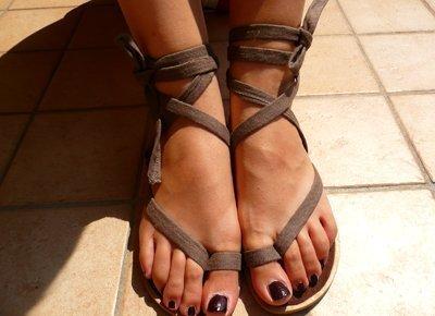 recycled old flip flops (via cutoutandkeep)