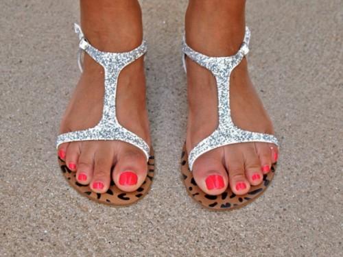 glitter sandals (via glitternglue)