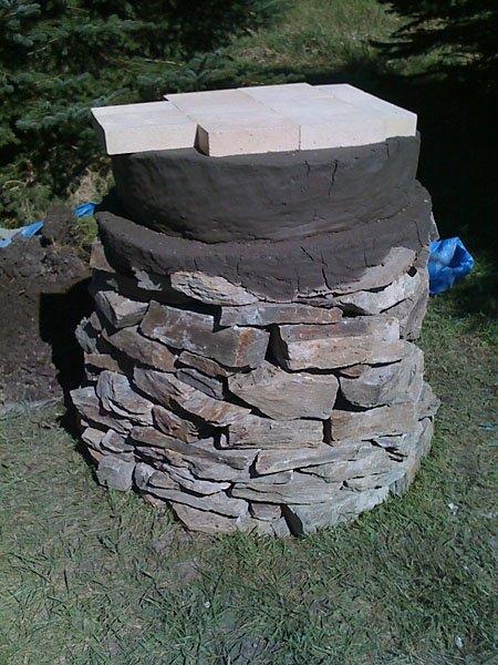outdoor cob oven (via thecobovenproject)