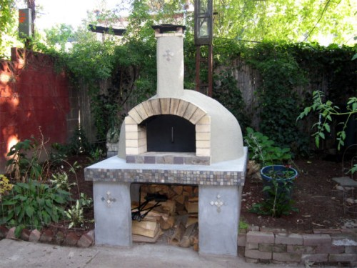 9 budget friendly diy outdoor pizza ovens shelterness for Forno a legna per pizza fai da te