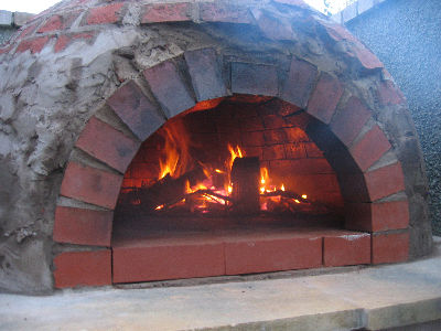 wooden fired pizza oven (via colin-julie)