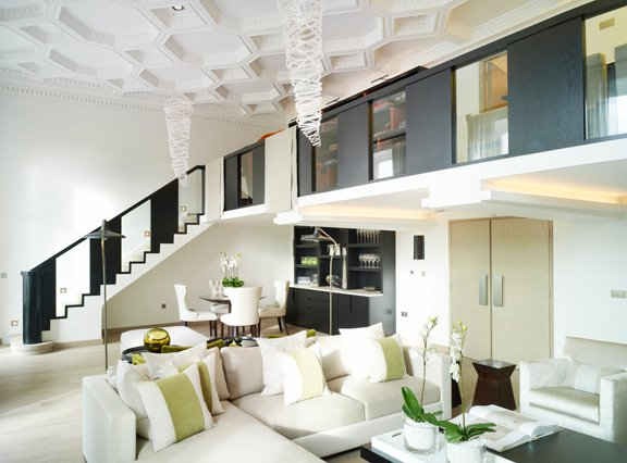 geometric molding on the ceiling makes the space bolder and more modern