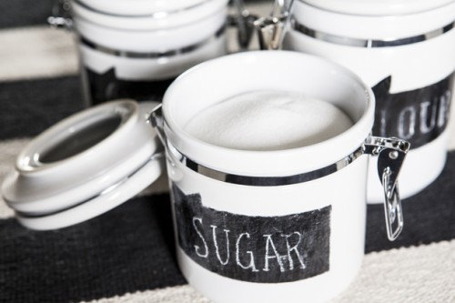 chalkboard labels for ceramic containers (via ohsoverypretty)