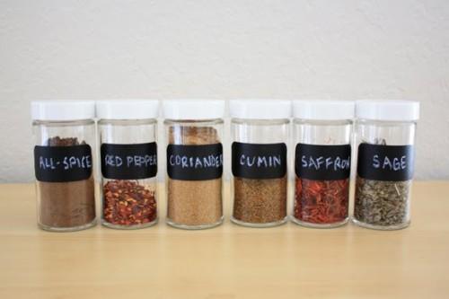 simple spice jar labels (via lavendersbluedesigns)