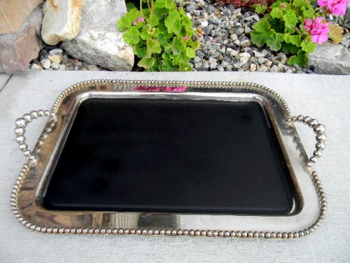 metal chalkboard tray (via thedesignpages)