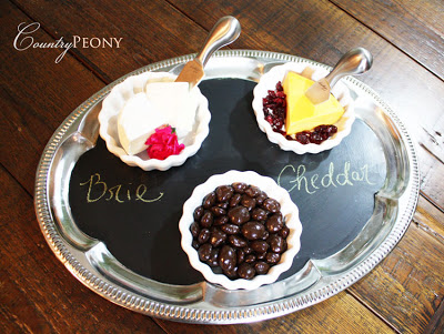 refined chalkboard tray (via countrypeony)