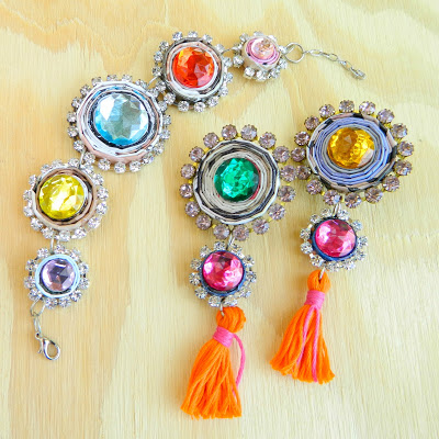colorful boho jewelry (via markmontanoblogs)