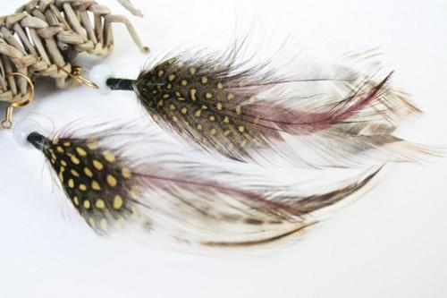 feather earrings (via theplumednest)