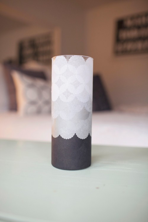Charming diy luminaries covered with tissues shelterness for Homemade luminaries