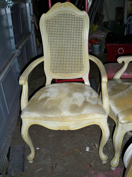 Beautiful White Shabby Chairs (via Queenofdiy)