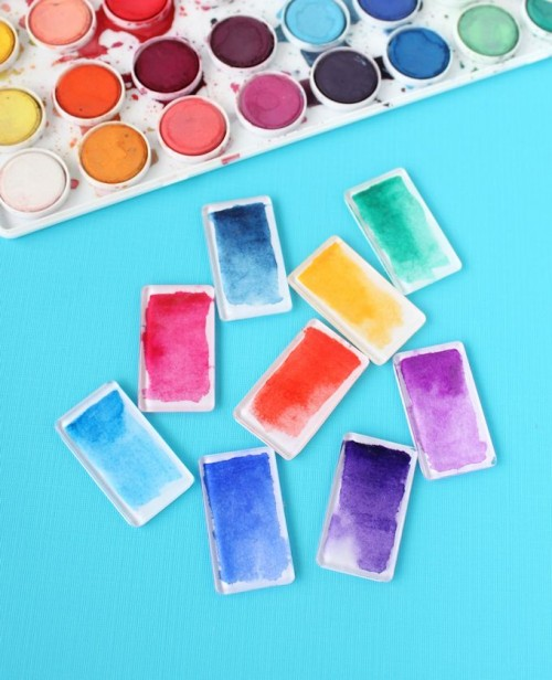 Cheerful And Trendy DIY Watercolor Magnets