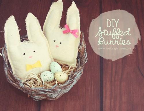 white stuffed bunnies (via livelaughrowe)