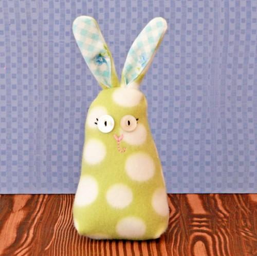 polka dot bunny (via mysocalledcraftylife)