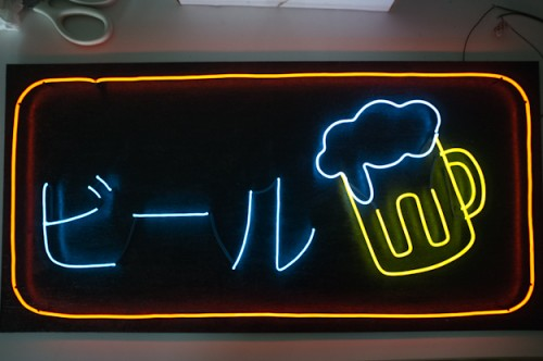 bar-inspired neon sign (via thepoopers)