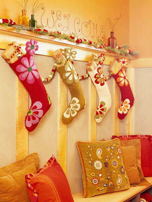Florals aren't the first thing that come to mind when thinking about the holidays, but why not?