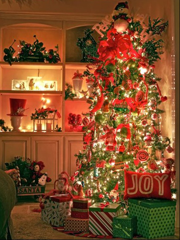 25 gorgeous christmas tree decorating ideas 187 via designdazzle