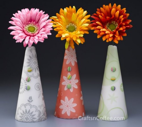 paper and gerbera cones (via craftsncoffee)