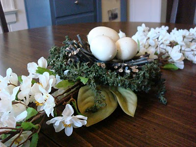 DIY flower and eggs centerpiece (via scatteringlupines)