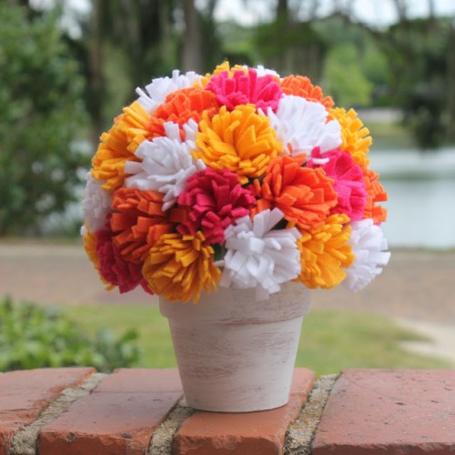 spring felt flower centerpiece (via linesacross)