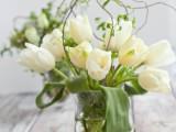 DIY fresh flower and willow centerpiece (via ellinee)
