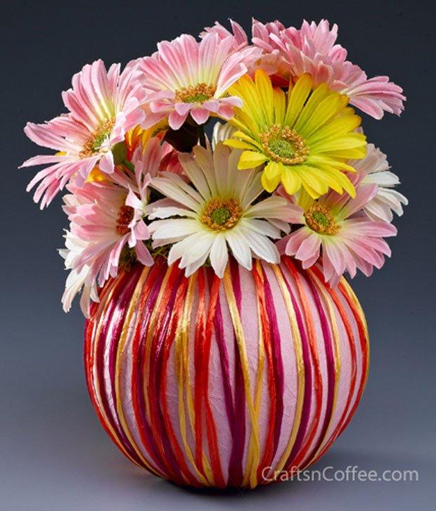 raffia and daisies centerpiece