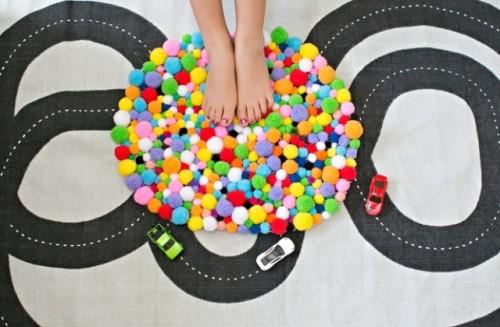 Colorful And Easy DIY Pompom Rug