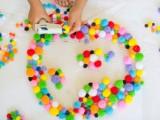 colorful-and-easy-diy-pompom-rug-4