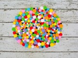colorful-and-easy-diy-pompom-rug-5