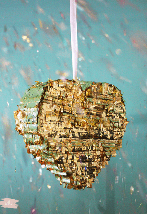 gold fringe pinata (via weddingomania)