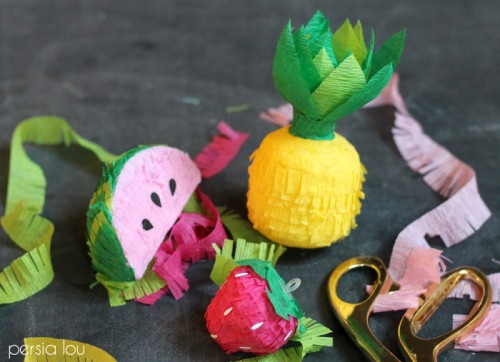 mini fruit pinatas (via persialou)