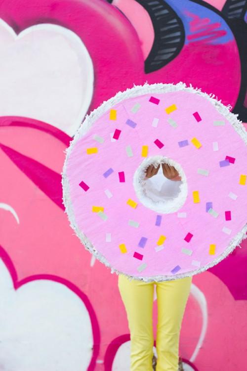 donut pinata (via studiodiy)